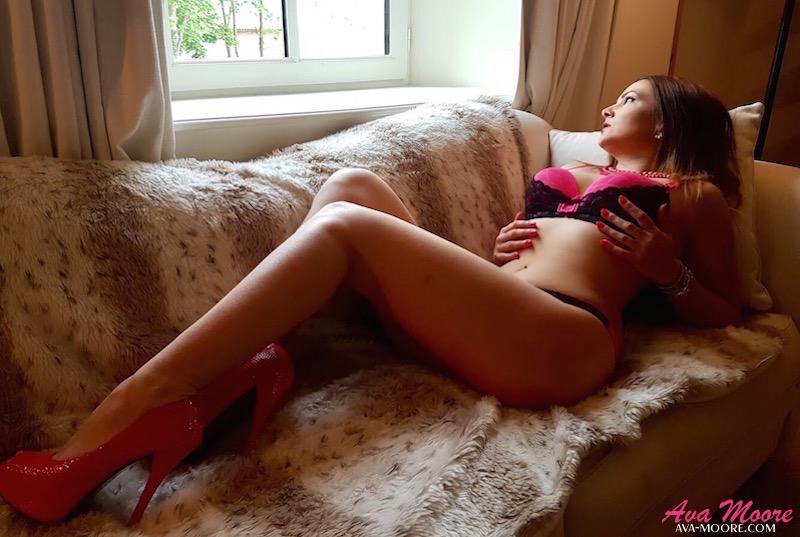Ava Moore songe à une vidéo lesbienne xxx avec une femme à gros sein genre porn hard