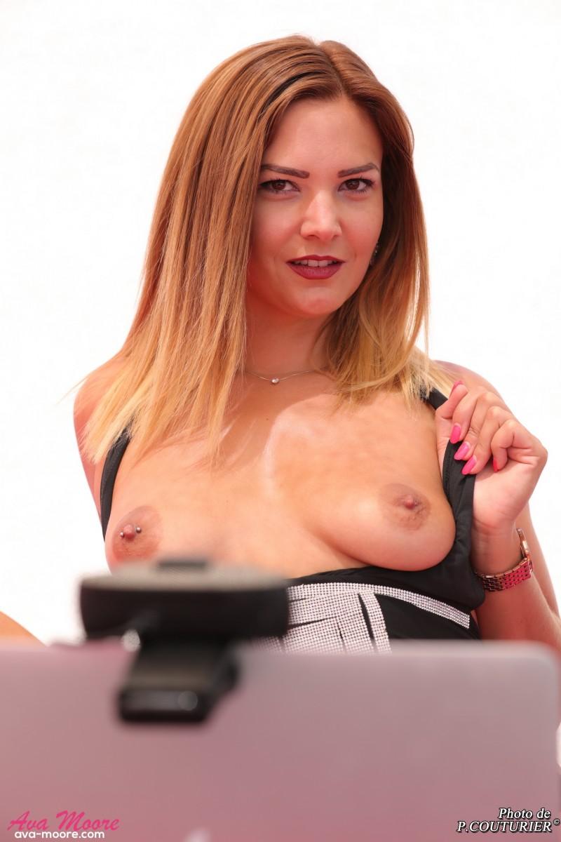 Ava Moore est une camgirl française actrice de x indépendante