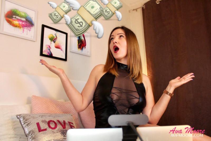 une webcamgirl doit travailler son liveshow pour espérer gagner de l'argent. Le live sex free permet de créer sa popularité