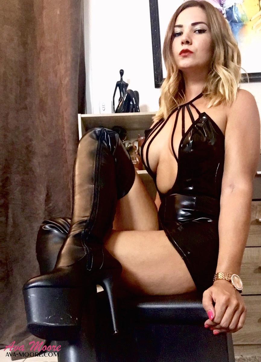 Maîtresse Ava est la Reine du Jerk Off Instructions Français et du Dirty Talk